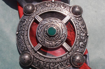 Wheel of Time Plaid Brooch with Agate Inlay....